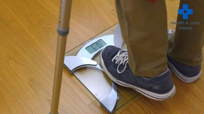 How to walk with crutches Thumbnail